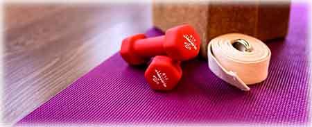 Le tapis de yoga peut également servir pour du pilate, comme tapis de musculation ou même pour le camping