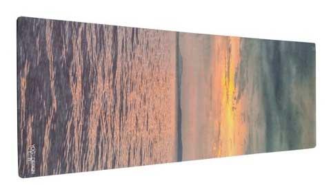 Superbe imprimé de ce tapis de yoga de couché de soleil sur la mer