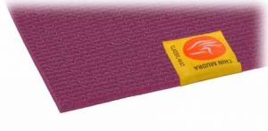Détail de l'étiquette chinmudra sur le tapis de yoga confort