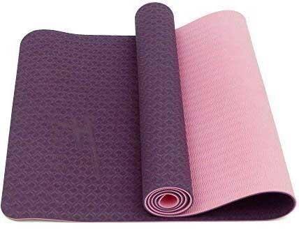 L'un des avantages de ce tapis de yoga, ce sont les 2 faces de couleurs différentes